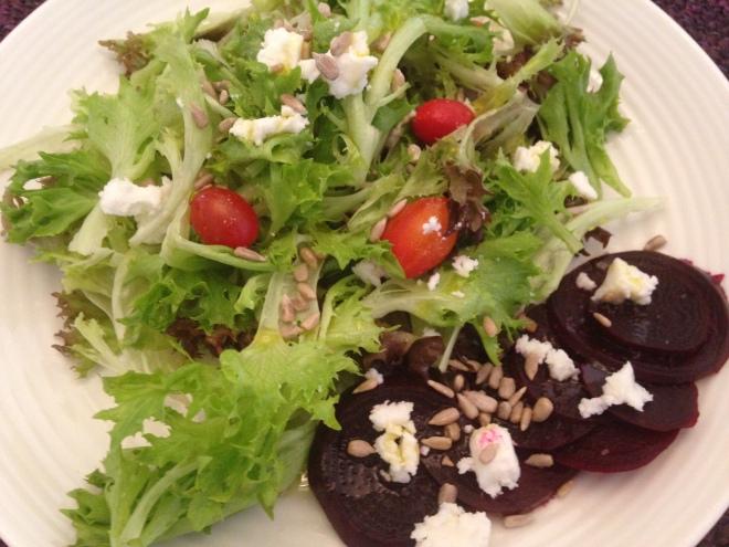 salada com beterraba cozida