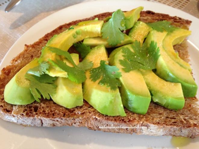 tostada de avocado