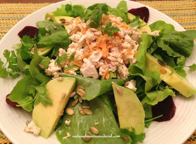 Salada com tofú